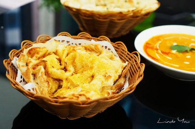 Carat Fine Indian and Mediterranean Cuisine food naan bread